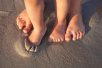 The Benefits of Children Walking Barefoot While Indoors